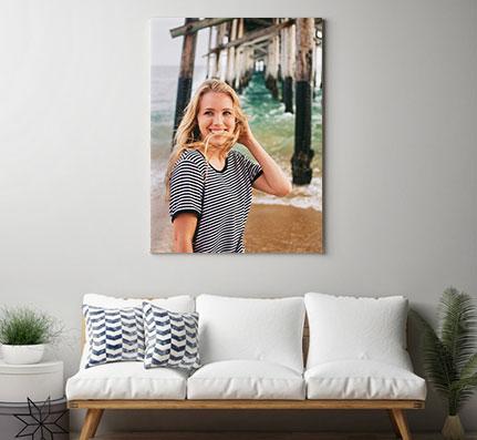 Foto auf Leinwand im Hochformat über Sofa